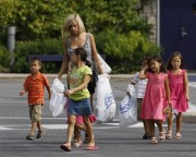 Kate Gosselin - even more shopping (2010-08-21)